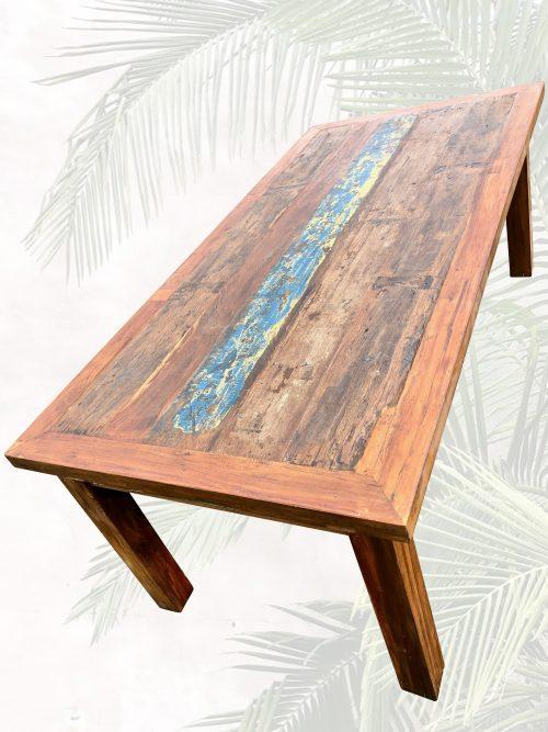grosser Massivholztisch mit Farbtupfer antik