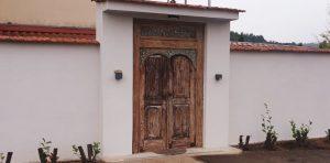 alte Tür im Einsatz