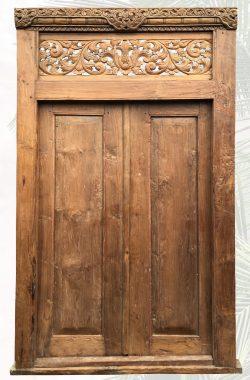 Domingus antike Holztuer mit Zierelementen