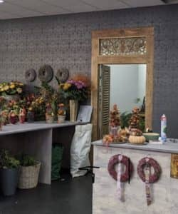 Kundenbild-Dari-AsiaTeakholztuer-im-Blumenladen