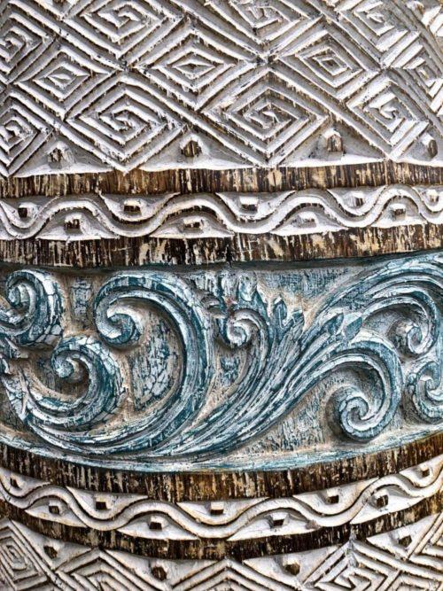 grosse handgeschnitzte Bodenvase Unikat-Detail