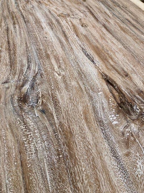 grosser-Esstisch-Massivholz-mit-acht-Stuehlen-Detail