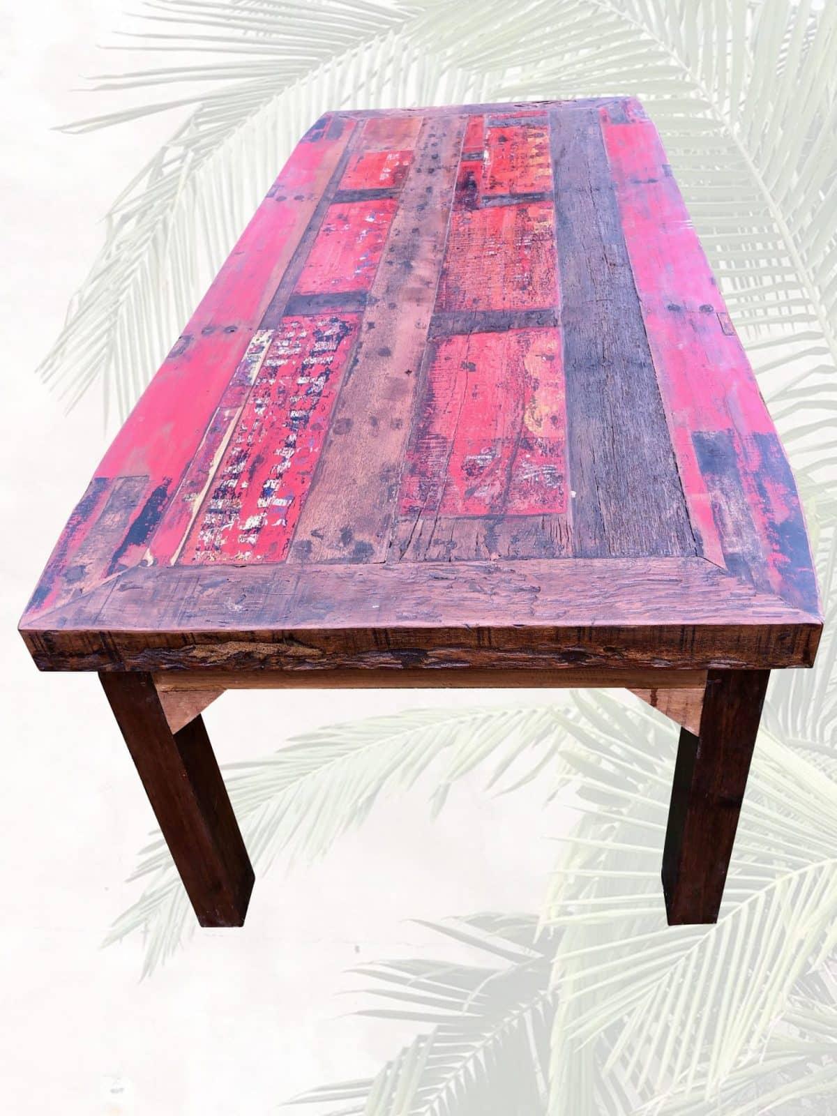 massiver Esstisch aus Bootsholz rot gross